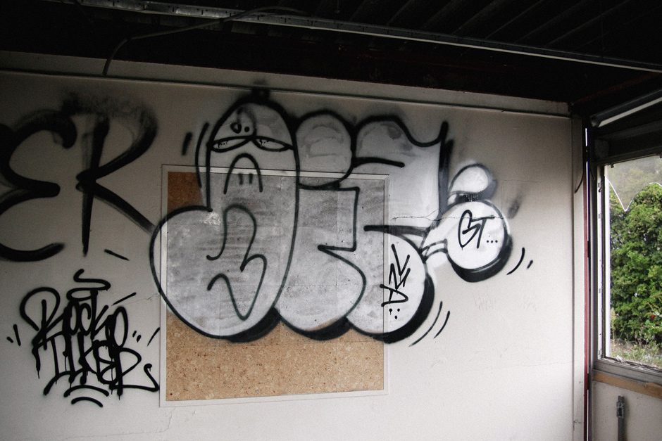 Silver throw-up